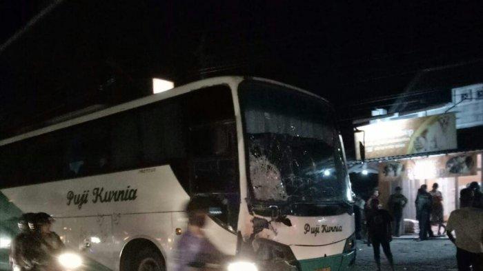 Tabrak Pengendara Sepeda Motor Hingga Tewas, Bus AKAP ini Dirusak Massa