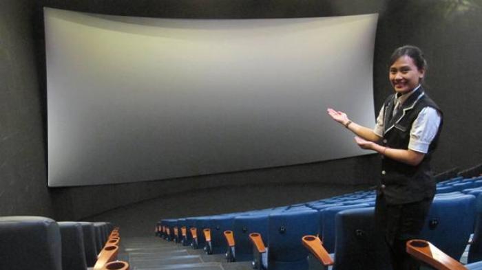Pengelola Bioskop Masih Menunggu