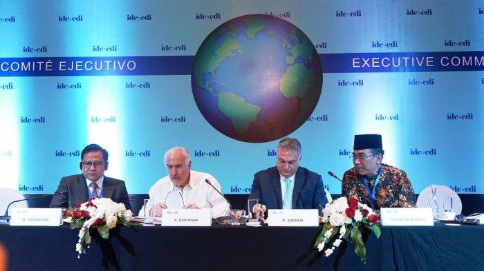 Pembahasan Humanisme Barat dan Humanisme Islam dalam Centris Democracy Internasional