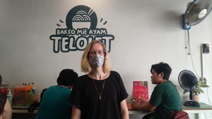 Mengenal Sosok Charly, Bule Belanda yang Viral karena Jual Bakso Mie Ayam Telolet di Yogyakarta