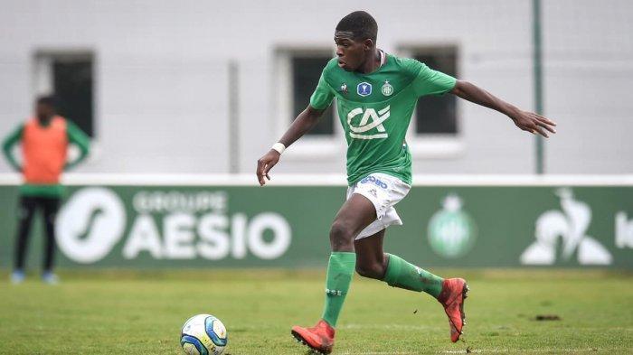 Chelsea adalah satu dari klub yang mengawasi pemain muda berbakat Saint-Etienne, Lucas Gourna-Douath