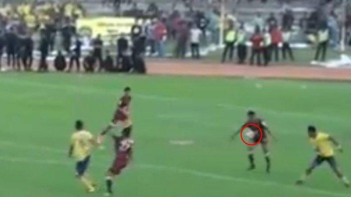 Cilegon United Vs PSS Sleman - Video Detik-detik saat Pemain Super Elja Dianggap Handsball Wasit