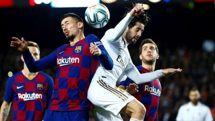 Clement Lenglet dan Isco saling berebut bola pada laga el clasico di Stadion Camp Nou, Rabu (18/12/2019) atau Kamis dini hari WIB.