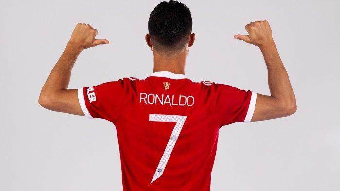 Cristiano Ronaldo kembali mengenakan jersey nomor punggung 7 di Manchester United.