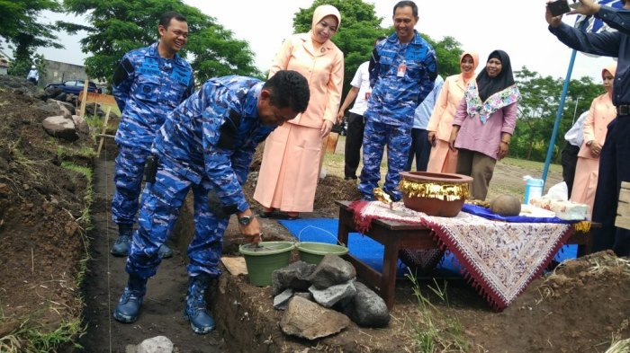 Danlanud Lakukan Peletakan Batu Pertama Pembangunan Hanggar SMK Penerbangan AAG Adisutjipto