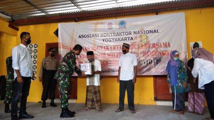 Bersama Korem 072/Pamungkas, Askonas DIY Bagikan Ratusan Paket Sembako di Bantul