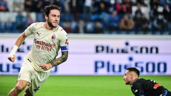 Davide Calabria mencetak gol di Liga Italia Serie A Atalanta vs AC Milan di Stadion Gewiss (Stadio di Bergamo) di kota utara Bergamo pada 3 Oktober 2021.