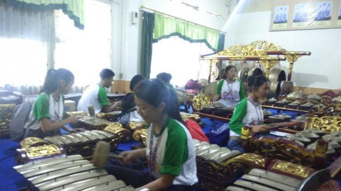 Delegasi SISLAC Belajar Budaya di SMAN 1 Yogyakarta