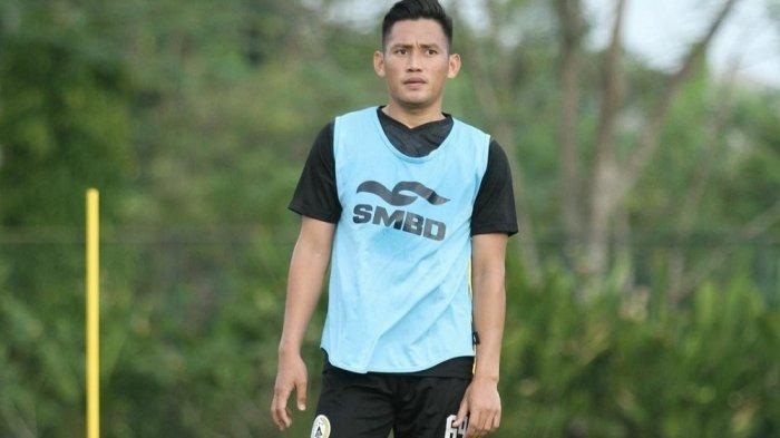 Cerita Bek PSS Sleman Derry Rachman Noor, Perjuangan Semasa Remaja Demi Bisa Latihan Sepak Bola