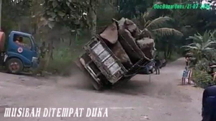 Detik-detik Truk Bermuatan Batu Terguling dan Timpa Tenda Pelayat di Klaten