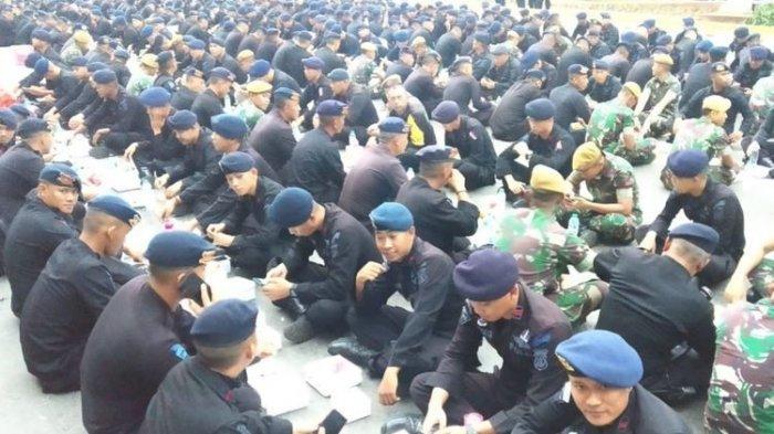 Di Lokasi Kerusuhan 22 Mei, Brimob, TNI dan Penyandang Disabilitas Berbuka Puasa Bareng