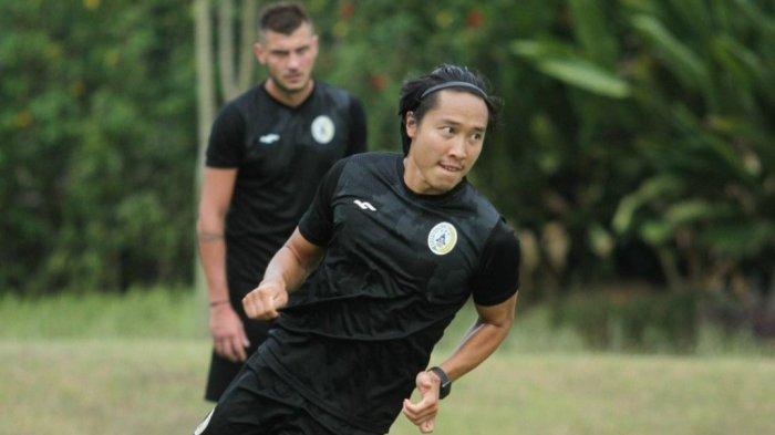 Latihan Libur, Pemain PSS Sleman Arthur Irawan Pilih Senam Yoga