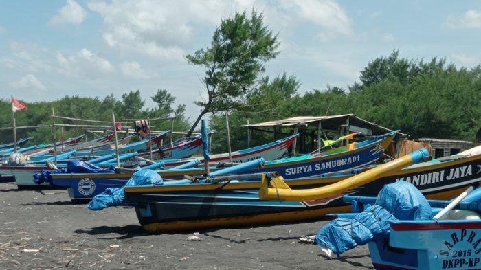 Dikarenakan Gelombang Tinggi, Sejumlah Nelayan di Pesisir Selatan Kulon Progo Enggan Melaut