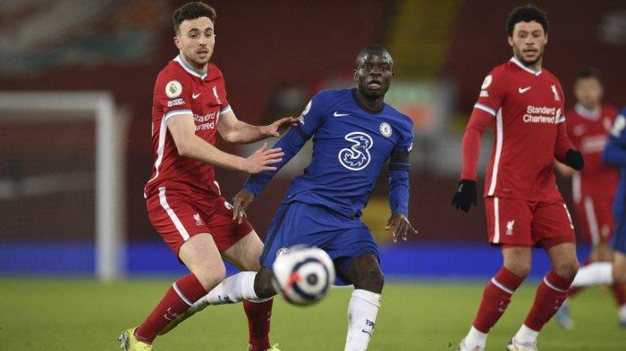 Diogo Jota dan N'Golo Kante di Liga Inggris Liverpool vs Chelsea di Anfield di Liverpool, Inggris barat laut pada 4 Maret 2021.