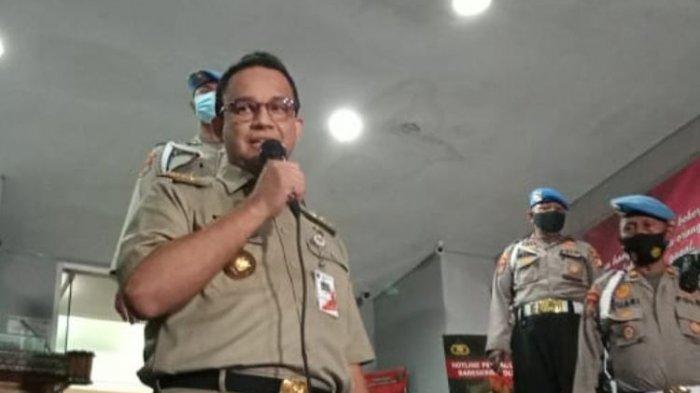 Gubernur DKI Jakarta Anies Baswedan menyampaikan pernyataan setelah selesai diperiksa oleh Polda Metro Jaya