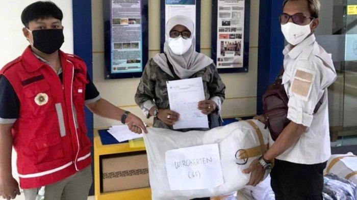 DERU UGM Berikan Bantuan APD dan Bed untuk Shelter Isoman Desa