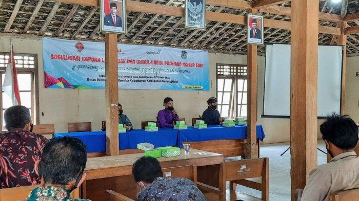 Disbud Gunungkidul Sosialisasikan Gapura Lar Badak dan Umbul-umbul Podhang Ngisap Sari