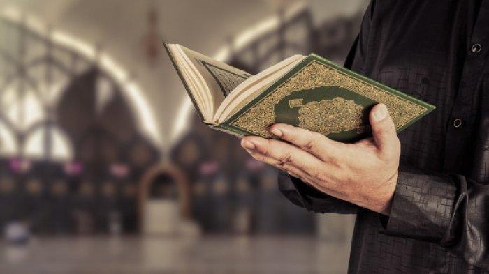Ilustrasi membaca Al Quran Surat Al Kahfi