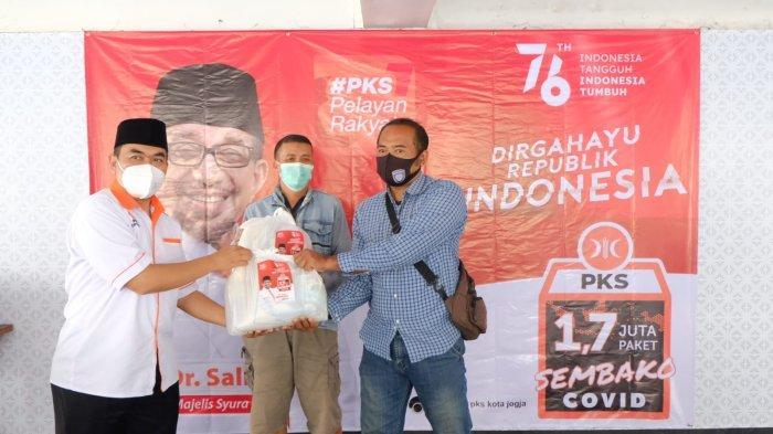 Rayakan HUT ke-76 RI, PKS DIY Bagikan Sembako untuk Warga Terdampak Pandemi