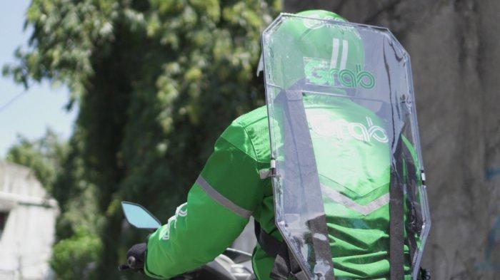 Cerita Driver Grab, Disebut Gatotkaca Saat Gunakan Protector di Jalan Raya