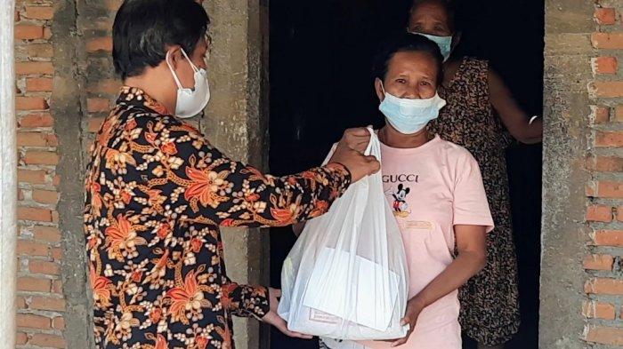 Lapas Perempuan Kelas II B Yogyakarta Salurkan Paket Sembako Bagi Warga Isoman