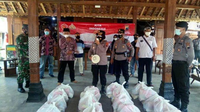Dukung PPKM Level 3, Polres Magelang Salurkan Bansos untuk Pelaku Wisata di Borobudur