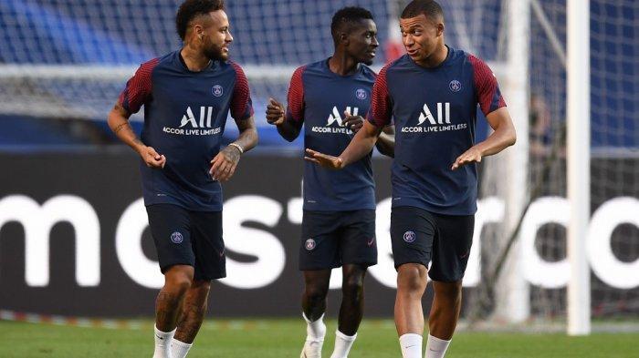 Duo penyerang PSG Neymar dan Kylian Mbappe