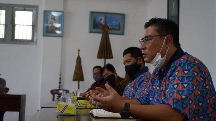 Danang Wicaksana Sulistya - R. Agus Cholik (DWS - ACH) melakukan pemaparan visi dan misi di hadapan perwakilan umat Katolik DIY