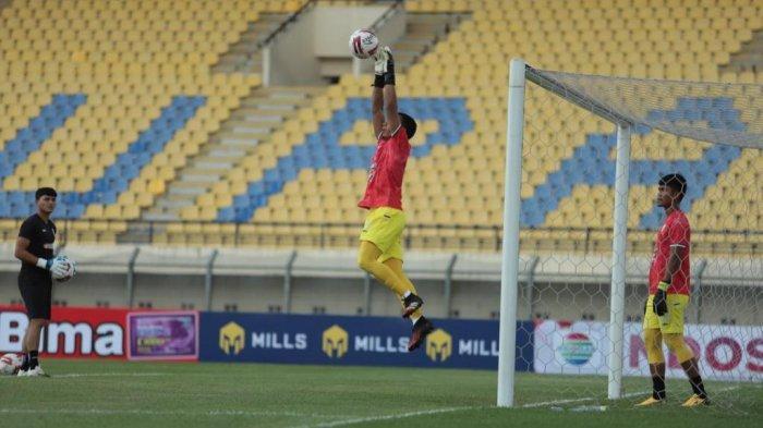 Ega Rizky Wapadai Spasojevic di Laga PSS Sleman Kontra Bali United