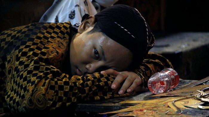 Eksklusif Foto-foto Putra Ki Seno Nugroho Sakit Jelang Pentas dan Masukan Teman Ayahnya