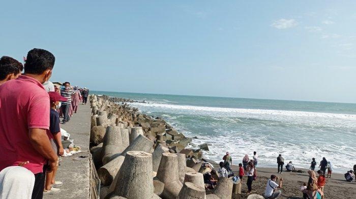 Enggan Repot dengan Aturan Penyekatan, Wisatawan Lokal Yogyakarta Pilih Liburan di Pantai Glagah