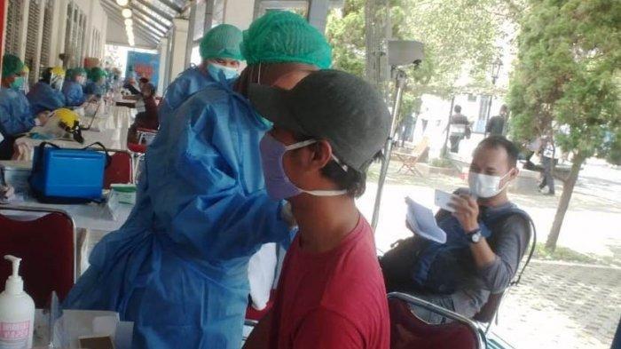 Salah satu warga menjalani vaksinasi covid-19 di Benteng Vredeburg Yogyakarta beberapa waktu yang lalu.