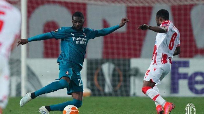 Bek AC Milan, Fikayo Tomori saat tampil memperkuat timnya di leg pertama babak 32 besar Liga Europa kontra Red Star Belgrade, Jumat (19/2).