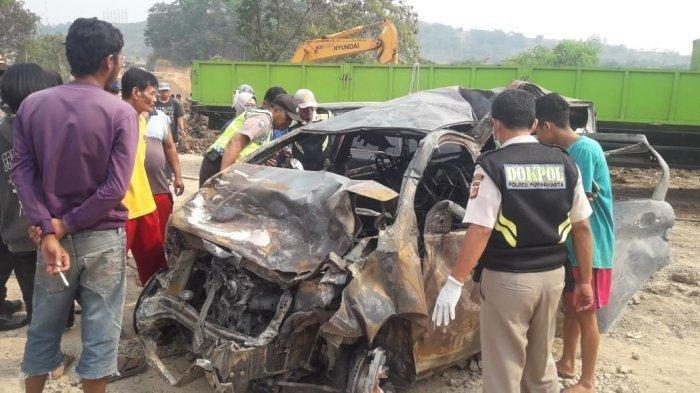 Foto-foto Kecelakaan Tol Cipularang : Mobil Remuk Hingga Ada yang Terpental Jauh