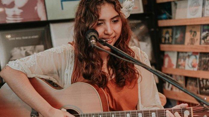 Gabriela Fernandez Rilis Single Kelima Berjudul 'On A Sailboat Beneath The Sky'