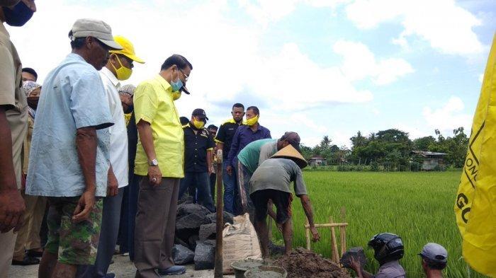 Gandung Pardiman Meletakan Batu Pertama Pembangunan Talut Jalan di Desa Sriharjo Bantul