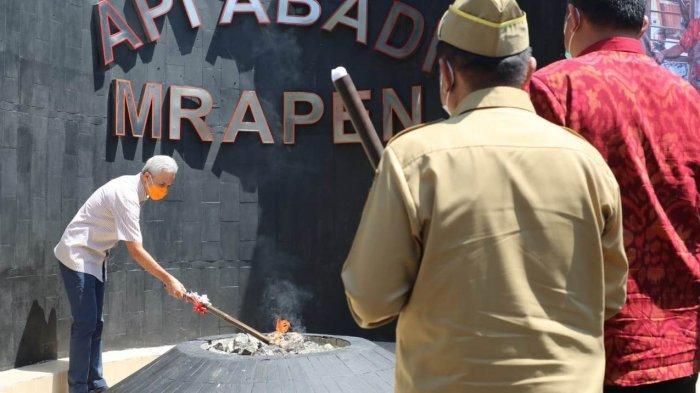 Ganjar Pranowo Nyalakan Api Abadi Mrapen di Grobogan