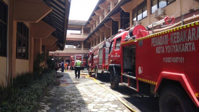 BREAKING NEWS: KEBAKARAN, Gedung Pasca Sarjana Fakultas Bisnis dan Ekonomika UII Dilalap Jago Merah