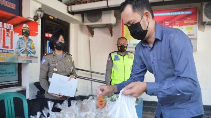 Gelar Kegiatan Jumat Peduli, Polres Kota Magelang Bagikan Sayur Gratis ke Masyarakat