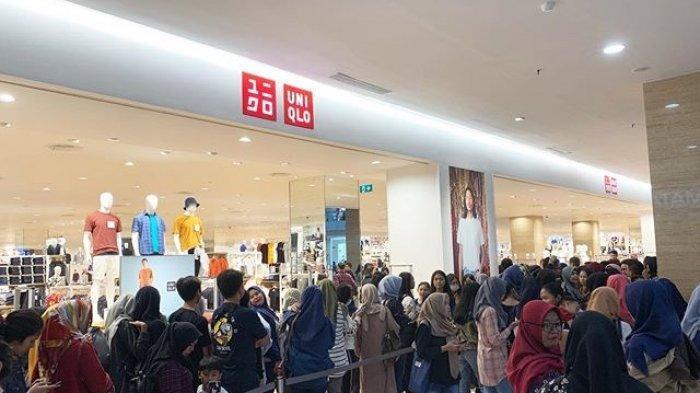 Gerai Uniqlo Hartono Mall Diserbu Pengunjung, Rela Antre Panjang Demi Kaus Ini