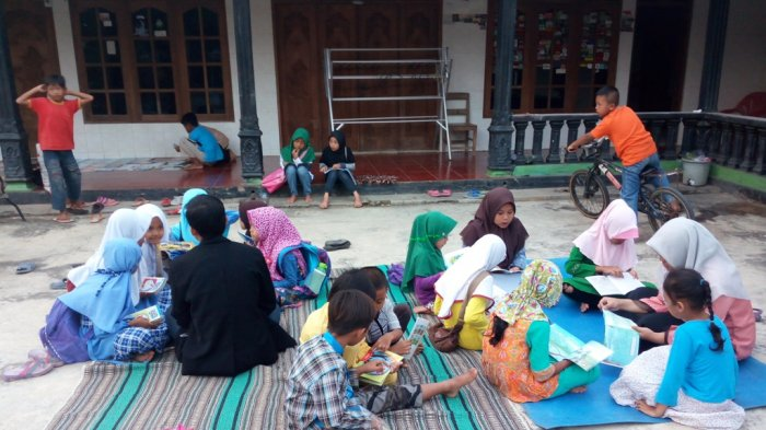 Mahasiswa FAI UMS Ajak Anak-anak Melek Literasi Lewat Program One Day One Book