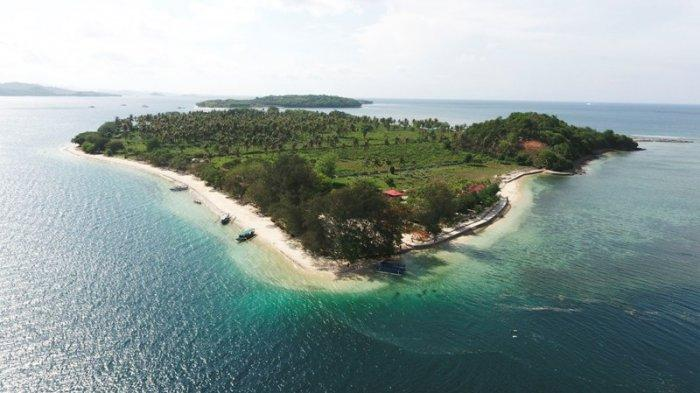 Lombok tidak melulu tentang gugusan Gili di Lombok Utara (Trawangan, Meno, Air). Di kabupaten Lombok Barat pun memiliki gili yang tidak kalah cantik dan satu diantaranya adalah Gili Sudak yang ada di Kecamatan Sekotong, Kabupaten Lombok Barat.