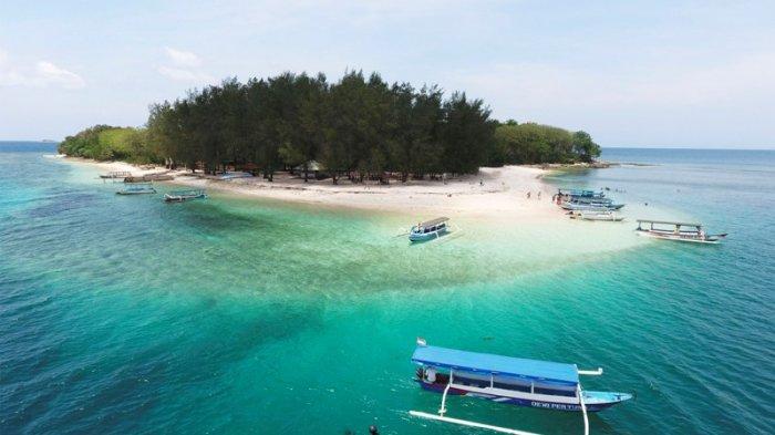 Lombok tidak melulu tentang gugusan Gili di Lombok Utara (Trawangan, Meno, Air). Di kabupaten Lombok Barat pun memiliki gili yang tidak kalah cantik dan satu diantaranya adalah Gili Nanggu yang ada di Desa Sekotong Barat, Kecamatan Sekotong, Kabupaten Lombok Barat.