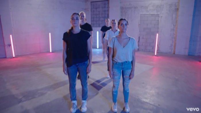 Lirik Lagu Gryffin ft Elley Duhe 'Tie Me Down', Lengkap dengan Terjemahan Bahasa Indonesia