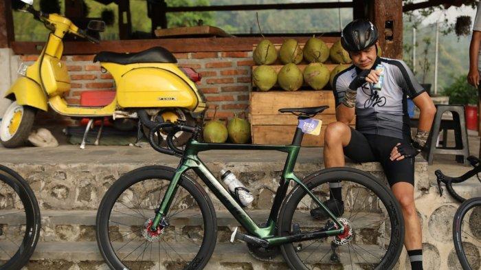 Gubernur Jateng Ganjar Pranowo dan Istri Meriahkan Borobudur Duathlon 2021
