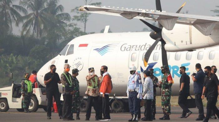 Ganjar Pranowo Sambut Kedatangan Presiden Jokowi di Bandara Jenderal Soedirman Purbalingga