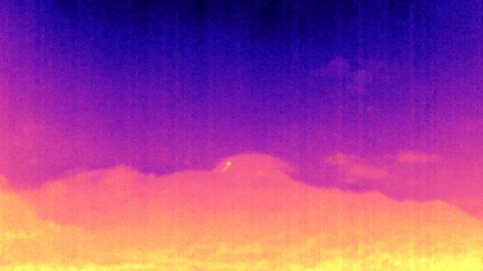 Kamera infra merah menangkap guguran lava pijar di Gunung Merapi pada Senin (4/1/2021) malam