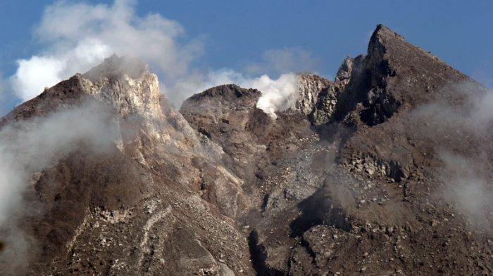 Gempa Vulkanik Dangkal dan Hembusan Gunung Merapi Meningkat