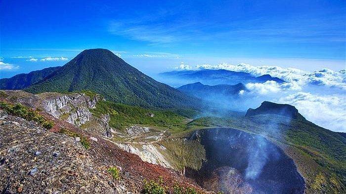 VIRAL Dua Pendaki Berfoto Tak Senonoh di Tempat Sakral Gunung Gede Pangrango, Berikut 4 Faktanya