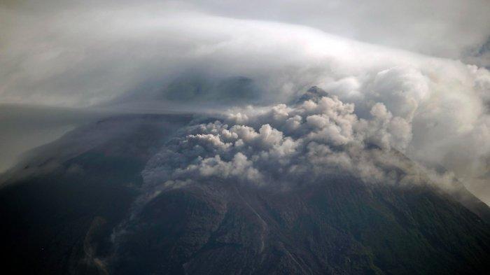 UPDATE Gunung Merapi, Alami 24 Guguran Lava Pijar, Berikut Penampakan Awan Panas Pagi Ini
